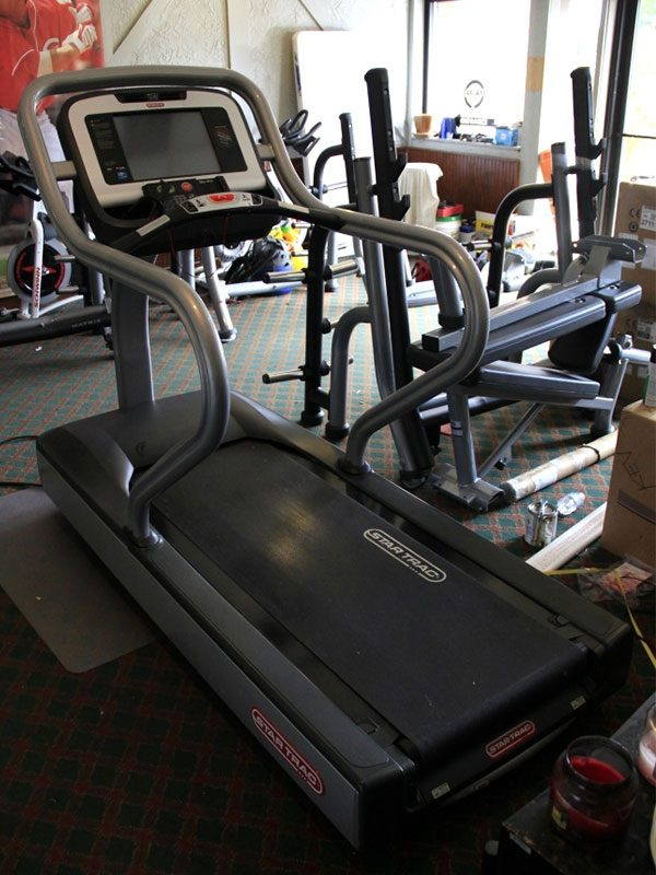 Star-Trac-E-TRx-Treadmill–rear