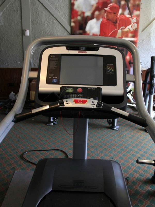 Star-Trac-E-TRx-Treadmill-screen